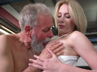 Bearded daddy sucks juicy tits of mint looking charming gal