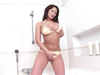 Solo MILF reveals pussy and ass in naughty cam scenes