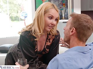 Mouth watering housewife Aaliyah Love is cheating on her husband