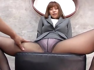 Suzu Tsubaki with sexy feet loves giving a footjob to her husband