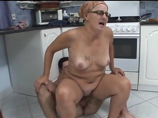 Fucking on the kitchen floor in mature amateur Ela in glasses
