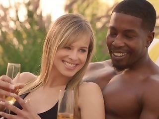 Cheating spouse luvs seeing his wifey fellating ebony sausage relating to bi-racial threeway pornvideo